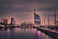 Havenwelten in Bremerhaven währen der blauen Stunde