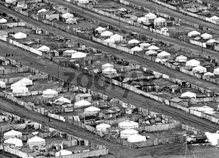 Informelle Siedlung aus Jurten und Holzhütten am Rande von Ulaanbaatar, Blick vom Berg Dsaisan, Foto von 1977