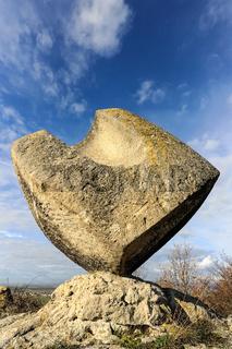 Würfel Skulptur aus Stein
