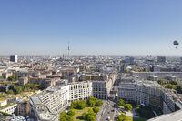 Blick über Berlin vom Kollhoff-Tower am Postdamer Platz mit dem Leipziger Platz und Fernseh Turm