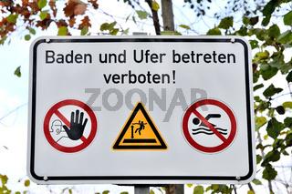 Verbotsschild-Baden und Ufer betreten verboten