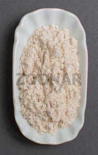 Weizenmehl in einer weißen Schale für die Food Fotografie