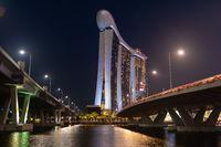 Singapur, Republik Singapur, Nachtaufnahme des Marina Bay Sands Hotel