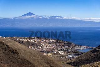 San Sebastián auf La Gomera mit Teneriffa und Teide