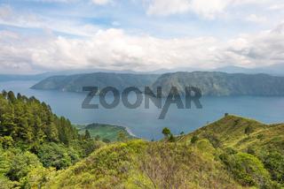 Blick über die Landschaft zum Toba See in Sumatra