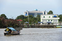 Traditionelles tambang Fährboot auf dem Sarawak Fluss