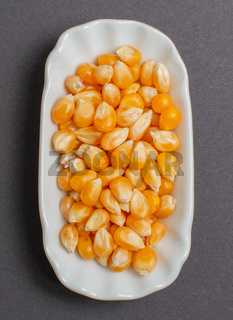 Maiskörner in einer weißen Schale für die Food Fotografie