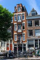 Häuser in Amsterdam im Sommer