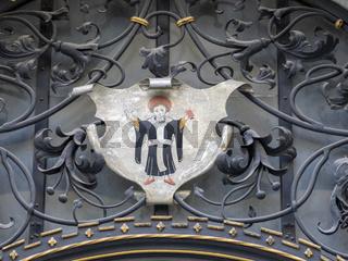 Münchner Kindl -Wappen aus Metall amNeuen Rathaus - München