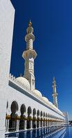 Sheikh Zayed bin Sultan Al Nahyan Grand Mosque, Abu Dhabi, United Arab Emirates. Clear Sunny day, March 12, 2020