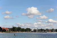 Blick auf Strand und Yachthafen von Eckernförde an der Ostsee
