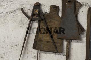 Messwerkzeuge in einer Schmiede