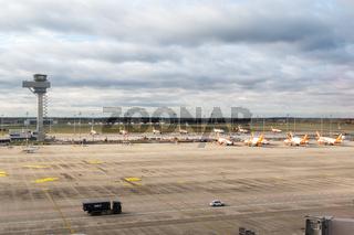 Abgestellte EasyJet Flugzeuge Coronavirus Corona Virus COVID-19 Flughafen Berlin Brandenburg BER