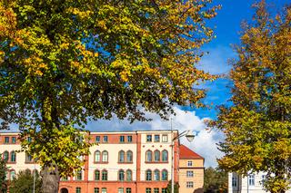 Blick auf Gebäude in der Hansestadt Rostock im Herbst