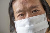 Coronapandemie: Asiate mit Schutzmaske