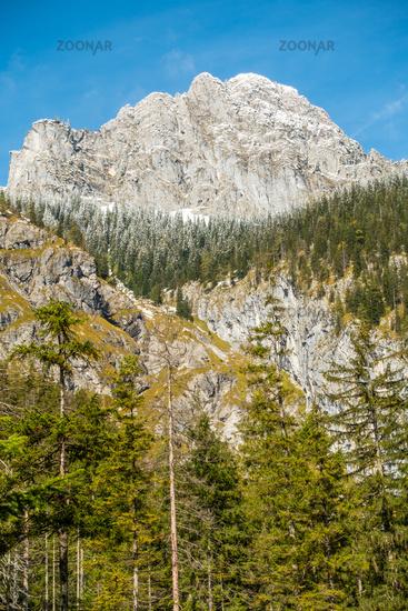 Blick auf ie Westseite des Watzmannmassiv, etwa auf Höhe des Wimbachsschlosses