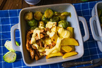 Gratinated Zurich ragout with Brussels sprouts, potatoes and Bearnaise sauce