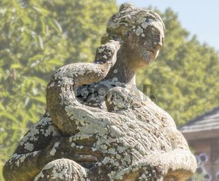 Skulptur der Göttin Juno mit Pfau