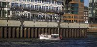 Faehre im Hamburger Hafen