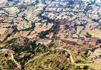 Semi-arides Plateau mit Streusdiedlungen im  Hochland von Abessinien, Tigray, Äthiopien