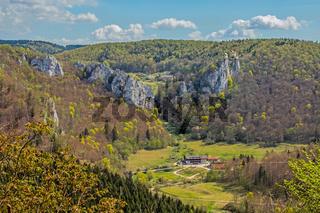 Donautal bei Fridingen mit Schloss Bronnen und Gasthof Jägerhaus