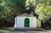 Kleine Kapelle mittem im Lorbeerwald auf der Insel La Gomera