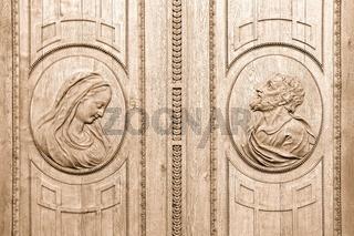 verzierte Türen im Dom zu St.Blasien Schwarzwald sepia