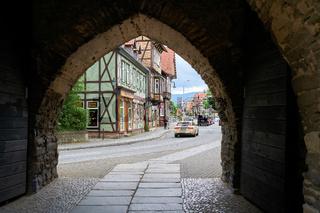 Blick durch das Westerntor auf die Altstadt von Wernigerode