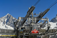 Kabine der Brevent Seilbahn an der Seilbahnstation Planpraz vor dem Montblanc Massiv