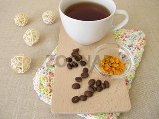 Kaffee Chai mit Kurkuma