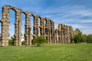 The Acueducto de los Milagros English: Miraculous Aqueduct is the ruins of a Roman aqueduct bridge, part of the aqueduct built.