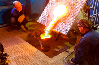 Furnace for metal remelting. Pouring metal from the furnace by w