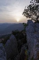 Sonnenuntergang über den Bergen von Sardinien