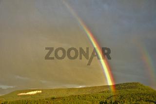 Regenbogen über der Schwäbischen Alb