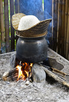 Traditioneller Reiskocher über offenem Feuer, Luang Prabang, Laos