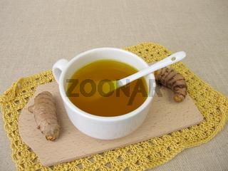 Goldgelber Tee mit Kurkuma, Gelbwurz