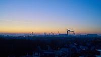 Blick über die Stadt Warnemünde zum Hafen in Rostock