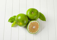 Sweetie fruits (green grapefruits, pomelits)