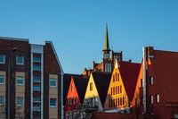 Historische Gebäude in der Hansestadt Rostock am Morgen
