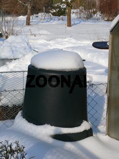 Thermokomposter mit Schnee