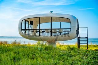 Das berühmte 'Ufo' Strandhaeuschen in Binz, Rügen, Sommer 2020, Deutschland