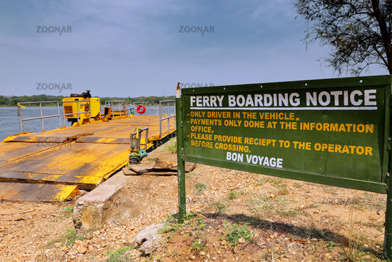 Fähre über den Nil, Murchison Falls Nationalpark Uganda   Ferry across the Nile, Murchison Falls National Park Uganda