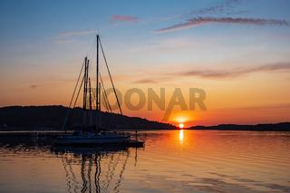 Sonnenuntergang in der Stadt Fjällbacka in Schweden