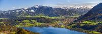 Panorama Landschaft im Allgäu bei Immenstadt mit Berg Grünten und großer Alpsee