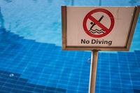 Springen verboten Schild