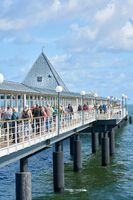 Touristen auf der Seebrücke von Heringsdorf