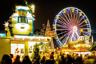 Weihnachtsmarkt mit Riesenrad