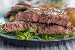 saftiges gegrilltes Steak auf dem Teller
