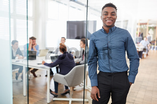 Afrikanischer Mann als Geschäftsmann