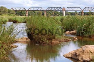 Alte Eisenbahnbrücke im Kruger Nationalpark bei Skukuza, Südafrika, old railway at Skukuza at Kruger National Park, South Africa